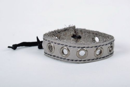Gray leather bracelet - MADEheart.com