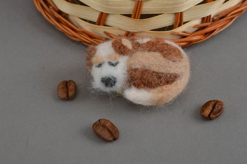 Beautiful handmade felted wool brooch soft animal brooch accessories for girls - MADEheart.com