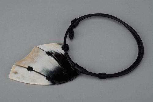 Necklace made of horn - MADEheart.com