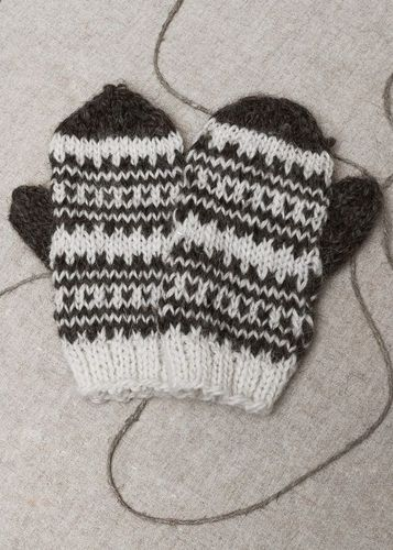 Womans mittens knitted of wool - MADEheart.com