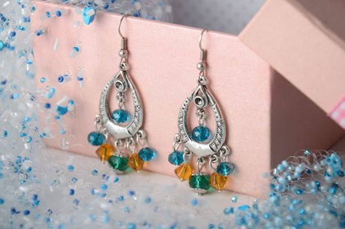 Bright homemade beaded dangle earrings - MADEheart.com