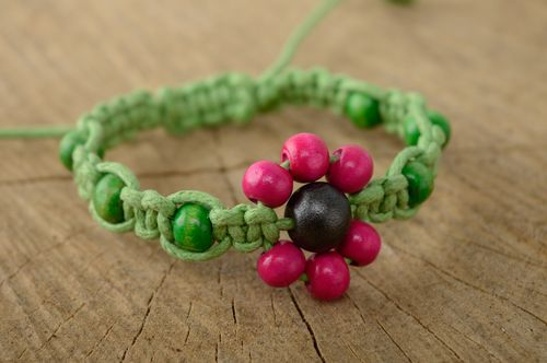 Bright macrame bracelet with wooden beads - MADEheart.com