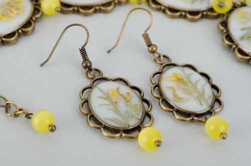 Jewelry set with natural flowers in the epoxy resin, earrings and bracelet - MADEheart.com