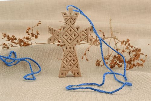 Wooden cross necklace - MADEheart.com