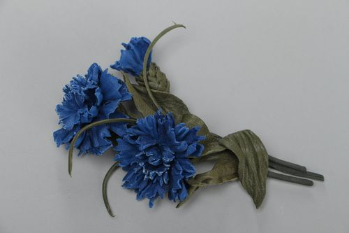 Handmade fashion brooch made of leather in the form of blue cornflowers on a wire base - MADEheart.com