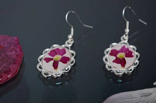 Epoxy resin earrings with verbena - MADEheart.com