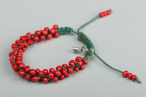 Red bracelet with beads - MADEheart.com