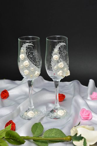 Handmade wedding glasses ideas wedding champagne glasses for bride and groom - MADEheart.com