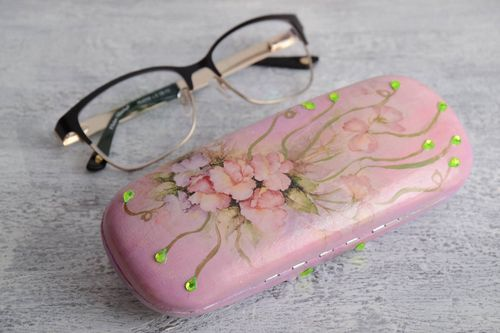 Beautiful handmade pink decoupage plastic eyeglass case with beads and crystals - MADEheart.com