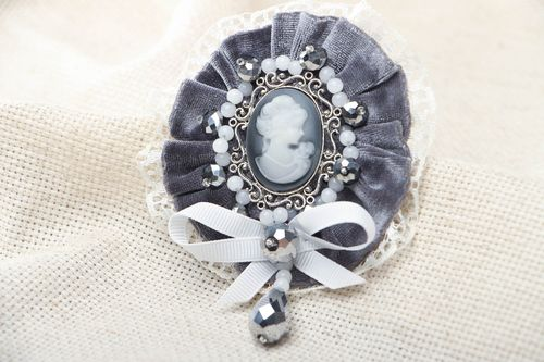 Velvet brooch with cameo - MADEheart.com
