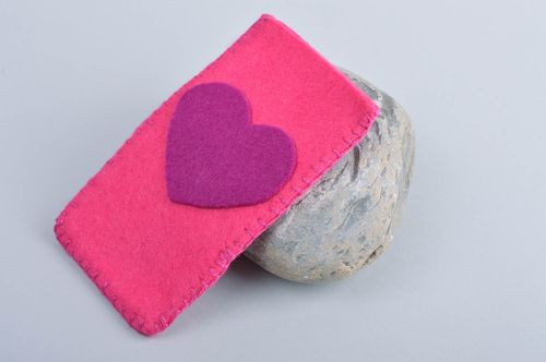 Stylish handmade felt phone case gadget accessories cell phone case ideas - MADEheart.com