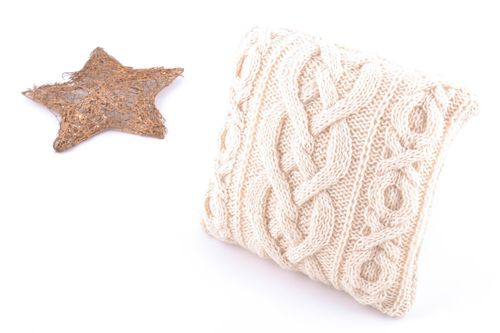 Small handmade cushion cover knitted of beige semi-woolen threads with zipper - MADEheart.com