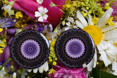 Polymer clay earrings round-shaped black and purple stylish handmade accessory - MADEheart.com
