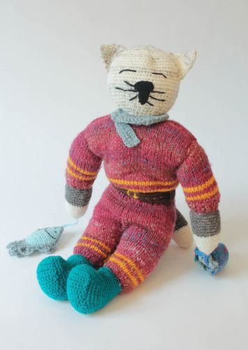 Knitted toy-pillow Super Cat - MADEheart.com