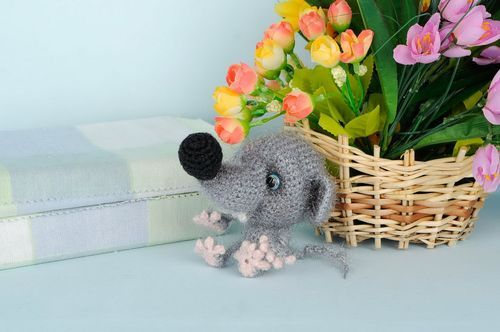 Knitted toy Little mouse - MADEheart.com