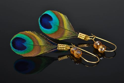 Handmade peacock feather earrings - MADEheart.com