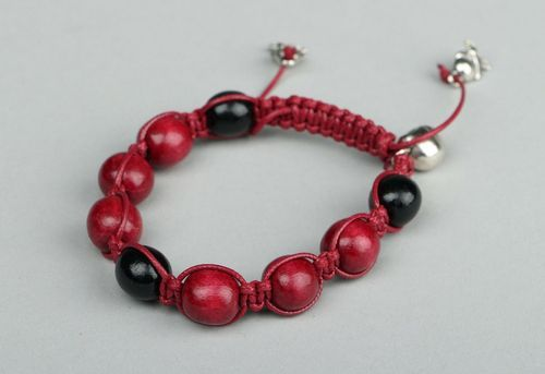 Bracelet made from wooden beads - MADEheart.com