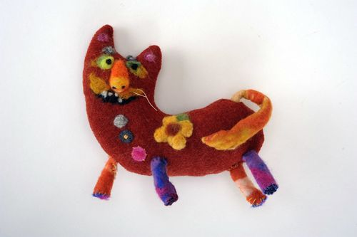 Woolen felted toy - MADEheart.com