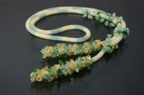 Beaded lariat necklace with chrysolite - MADEheart.com