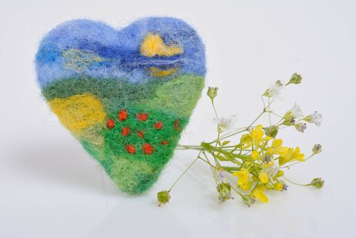 Small colorful handmade designer heart shaped felted wool brooch - MADEheart.com
