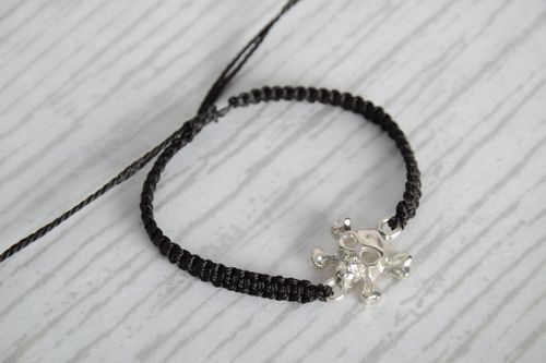 Handmade black woven capron thread wrist bracelet with metal charm in the shape of skull - MADEheart.com