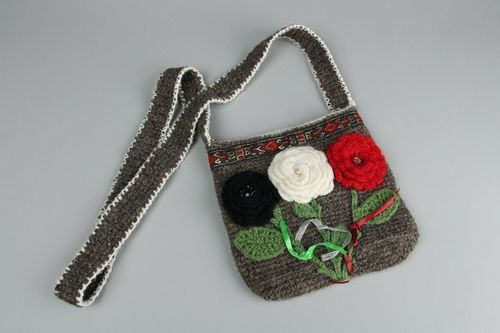 Crocheted purse Roses - MADEheart.com