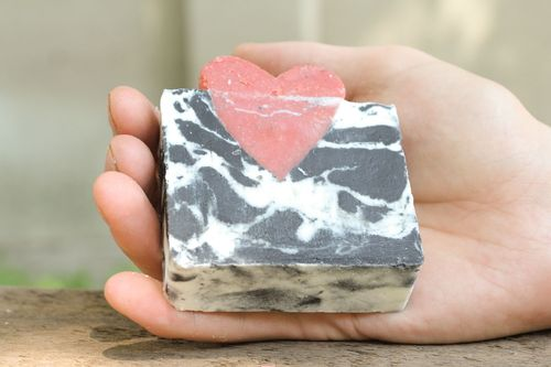 Soap with grape and apricot seeds - MADEheart.com