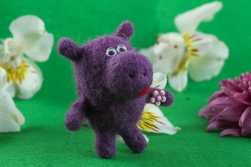 Cute handmade soft toy home decoration needle felting felted wool toy ideas - MADEheart.com