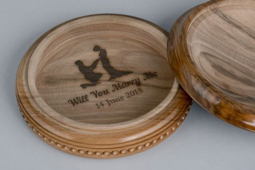 Personalised gift, round wooden jewerly box - MADEheart.com