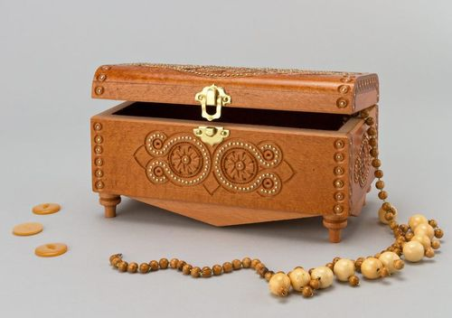 Carved jewelry box - MADEheart.com