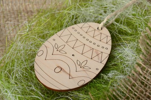 Plywood interior pendant magnet Easter Egg - MADEheart.com