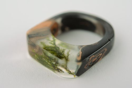 Unusual handmade botanical epoxy seal ring with natural moss - MADEheart.com