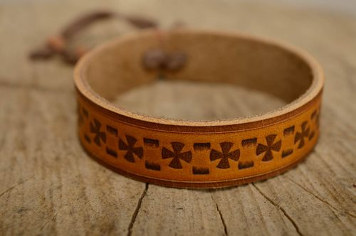 Beautiful genuine leather wrist bracelet - MADEheart.com