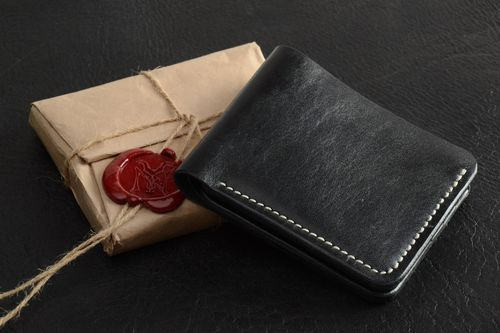Mens wallet hand made of black genuine leather with 7 departments with embossing - MADEheart.com