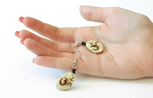 Earrings made of reindeer antler - MADEheart.com