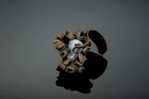 Copper ring with chalcedony - MADEheart.com