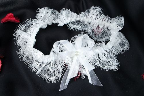 Bride garter with French lace - MADEheart.com