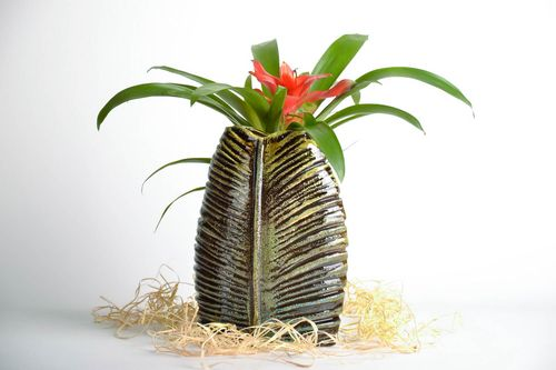 9 inches tall handmade clay vase in the shape of Palm Leaf 2 lb - MADEheart.com