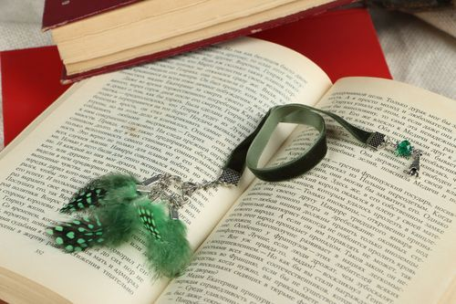 Bookmark with feathers - MADEheart.com