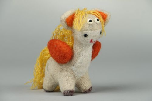 Pegasus made of wool - MADEheart.com