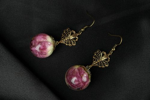 Earrings with Roses Made in Epoxy Resin - MADEheart.com