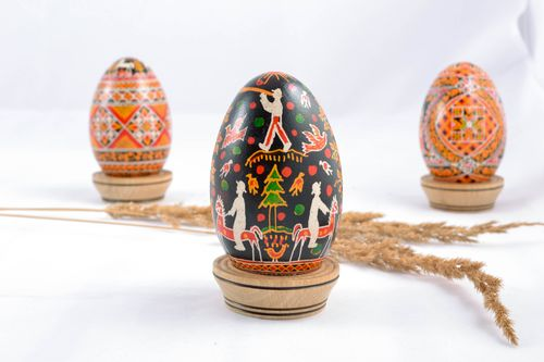 Black handmade painted Easter egg - MADEheart.com