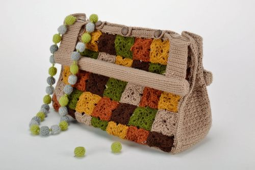 Knitted bag with wooden handles - MADEheart.com
