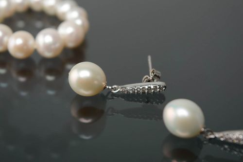 Silver earrings with pearl and zirconium - MADEheart.com