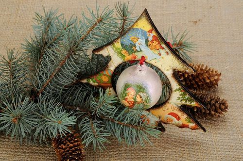 Decorative Christmas tree with decoupage ball - MADEheart.com