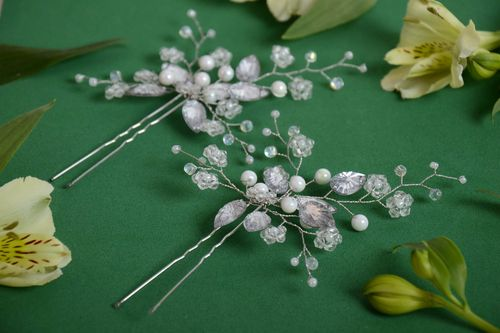 Set of 2 handmade decorative metal hair pins with beaded flowers of white color - MADEheart.com