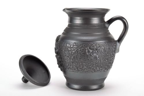 12 inches 45 oz ceramic wine pitcher in black color with handle and lid and hand-molded pattern 3,3 lb - MADEheart.com