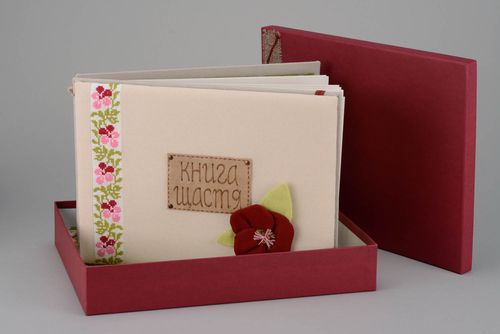 Photo album made of natural materials with embroidery - MADEheart.com