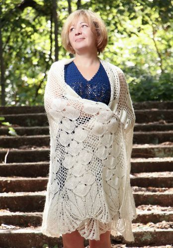 Lace knitted shawl - MADEheart.com