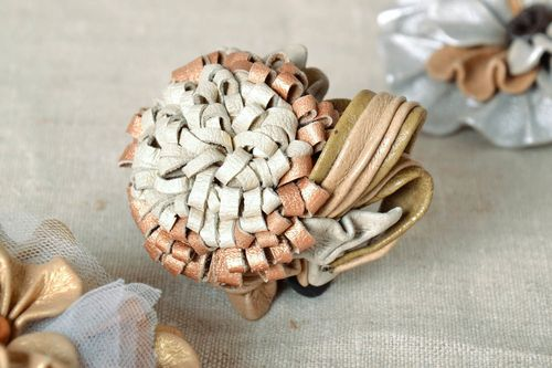 Brooch made ​​of genuine leather - MADEheart.com